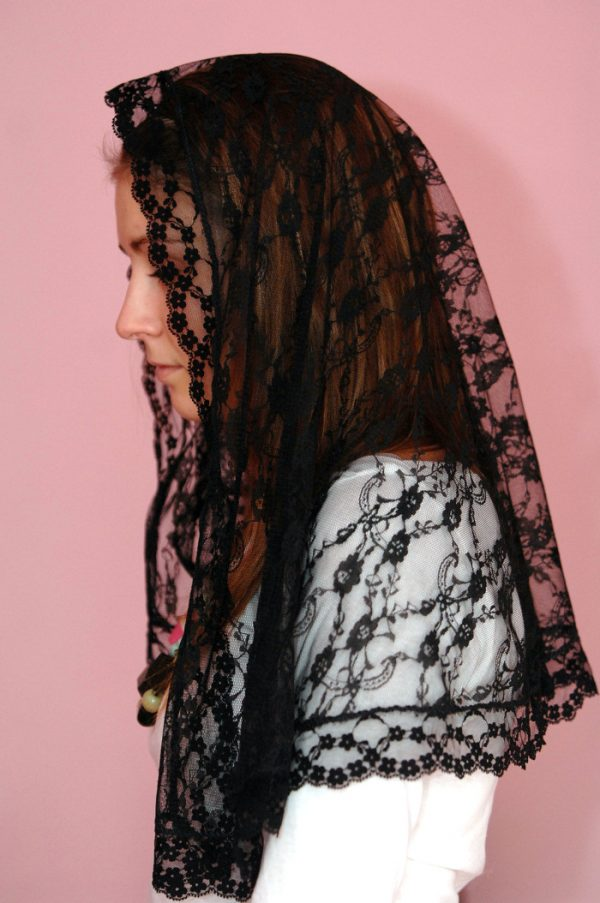 Traditional lace mantilla (patterns may vary)-0